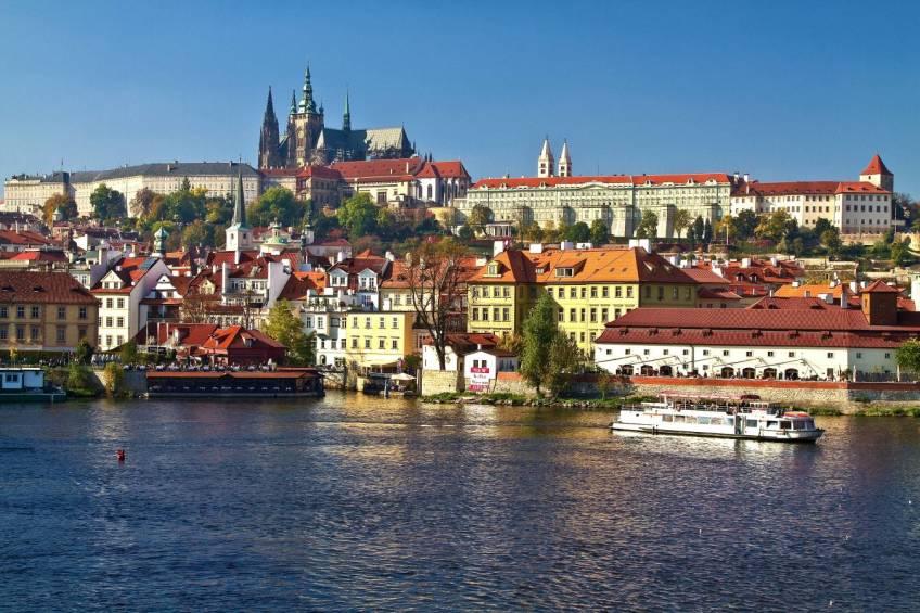 Prager Burg mit St-Veits.Dom und Moldau